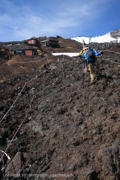 190526 登山道には岩っぽいところも