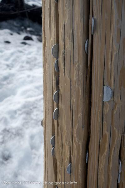 190526 鳥居の柱に一円玉