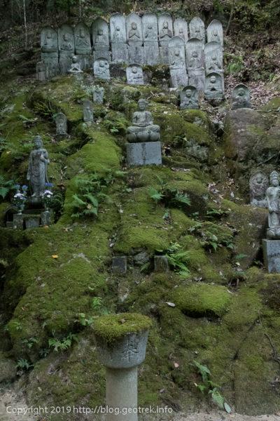 191022 三瀧寺入ってすぐ