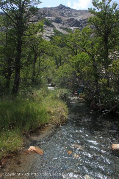 200119 フィツロイ・トレッキング、水場の小川