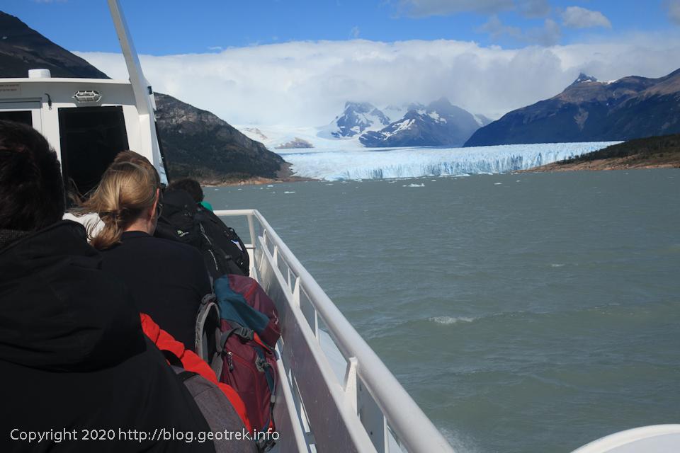 200121 アルヘンティーノ湖を渡る