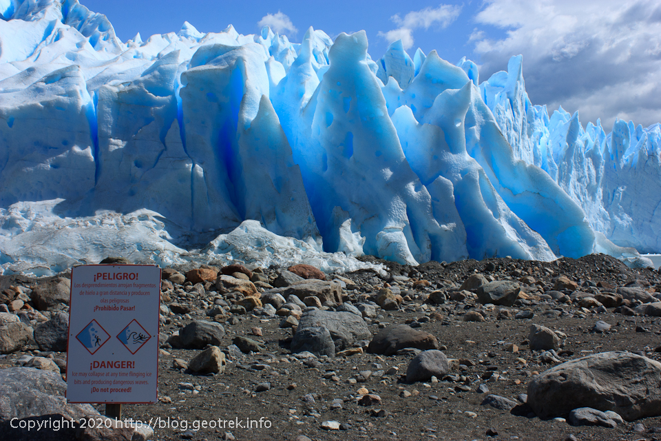 200121 目の前の青く光る氷河