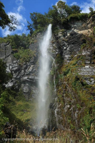 200121 ペリトモレノ氷河に落ちる滝