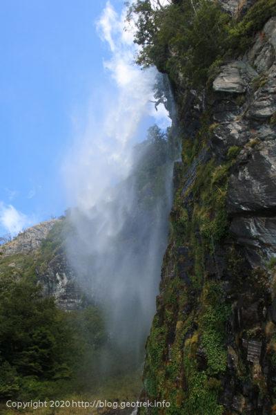 200121 ペリト・モレノ氷河トレック、滝に戻る