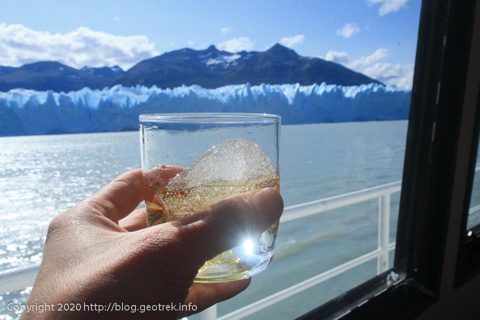 200121 ペリト・モレノ氷河の船の上で氷河のオンザロック
