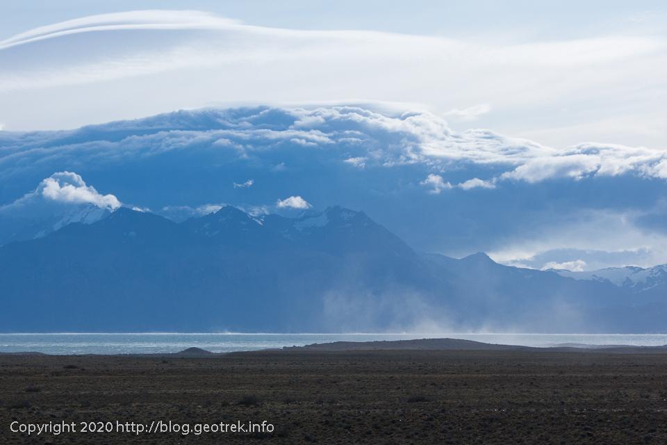200117 Lago Viedmaから立ち上る水煙
