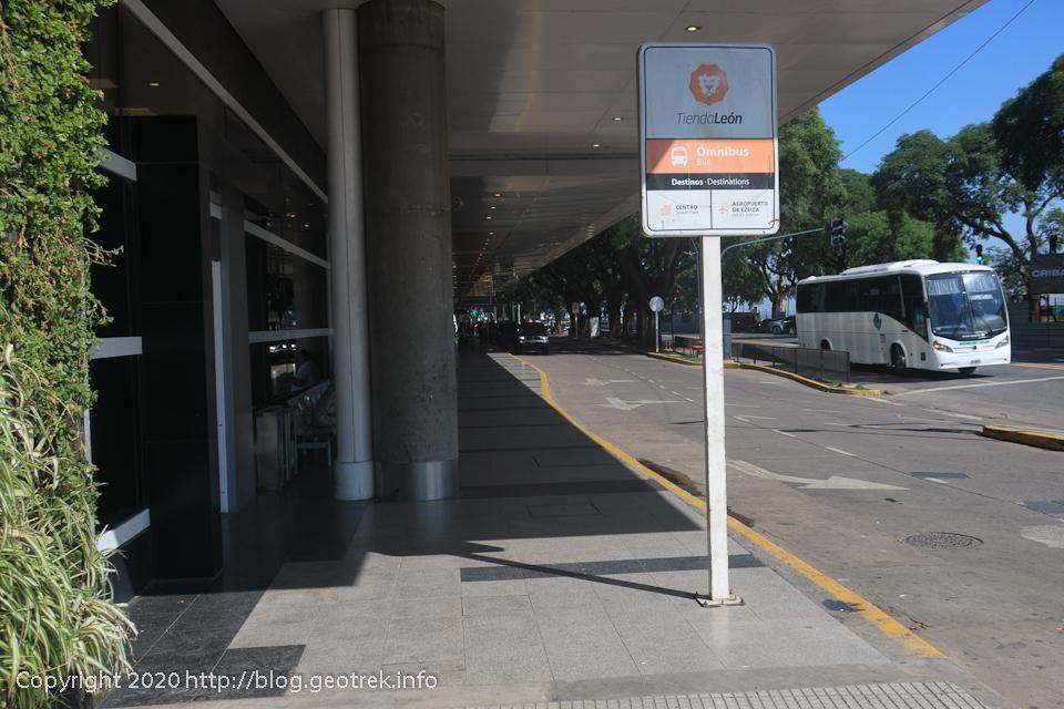200125 ホルヘ・ニューベリー空港のLeonバス乗り場