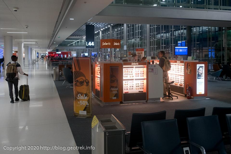 200127 ドゴール空港2Eターミナルロビー