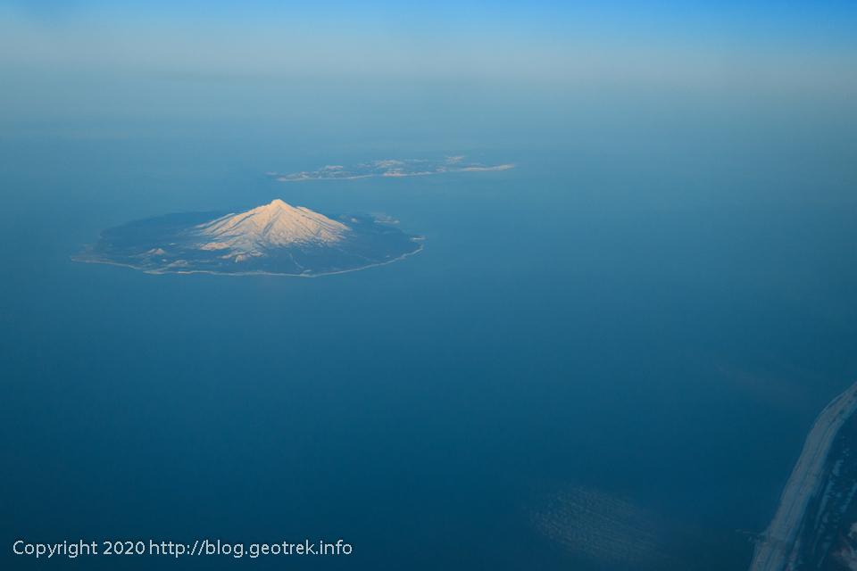 200128 空から見る利尻岳