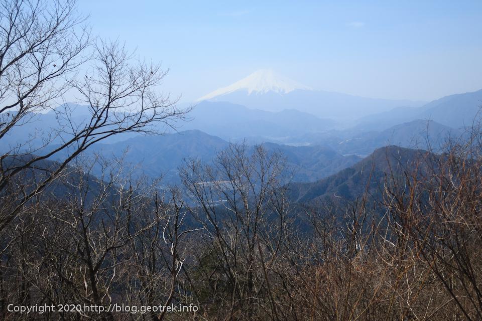 200321 権現山の山頂から富士山