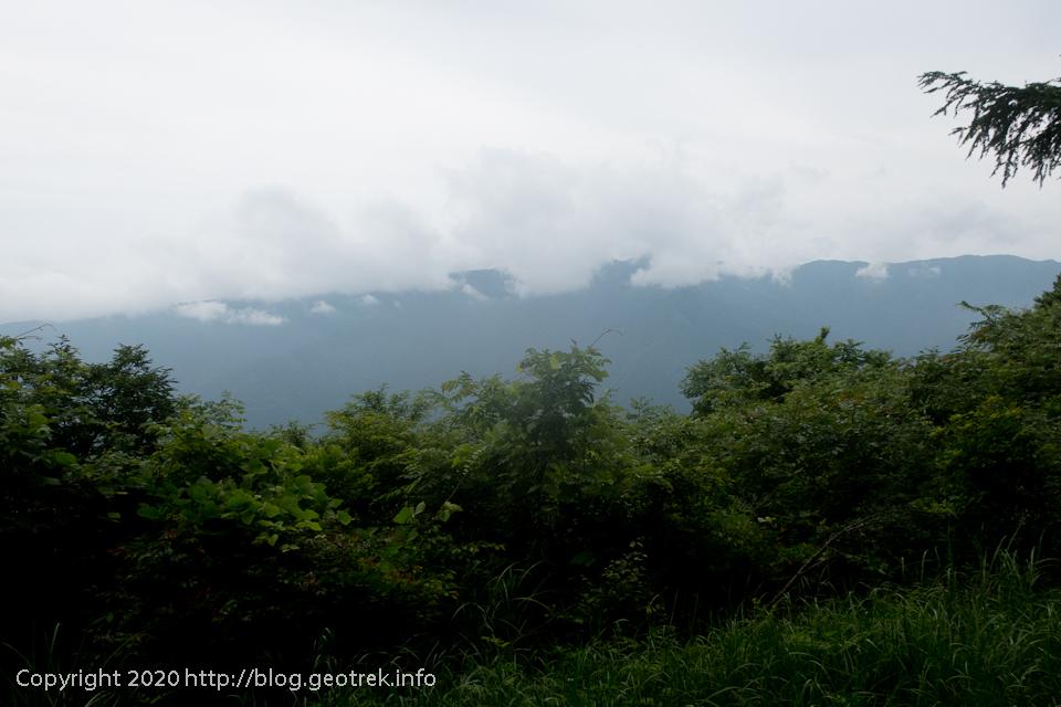 200627 権現山の稜線は雲の中
