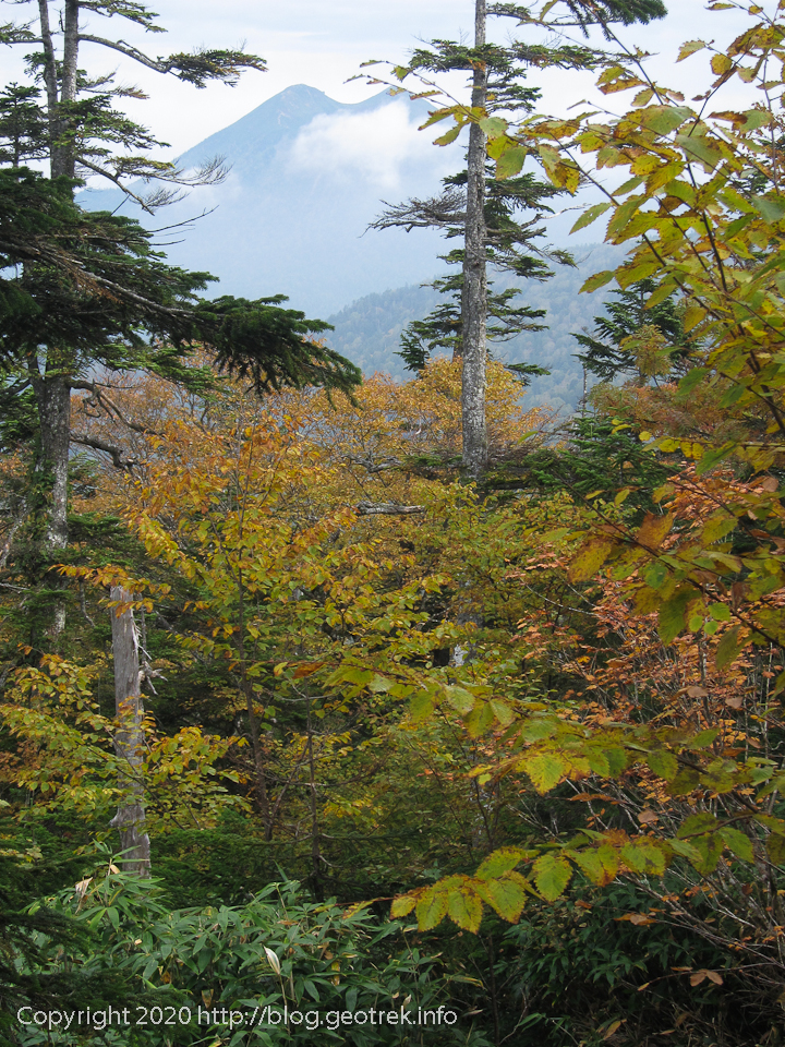 201003 燧ヶ岳が大きくなってくる