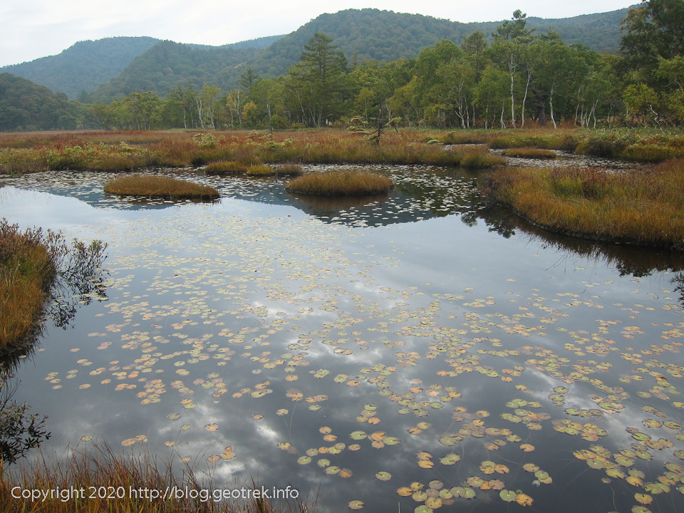 201004 池塘、昨日の稜線