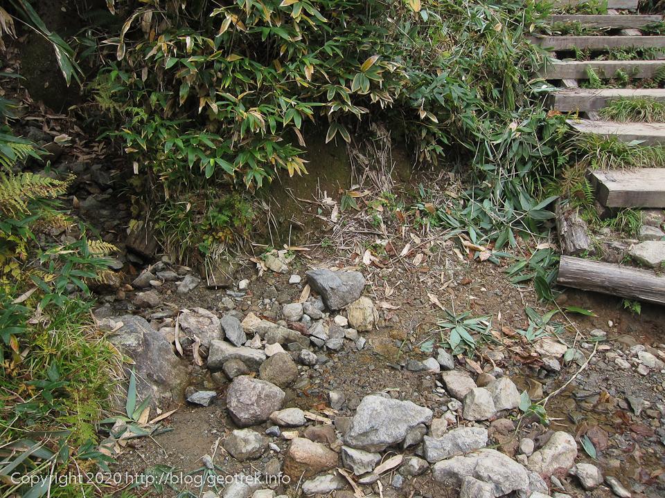 201004 分岐下の水場