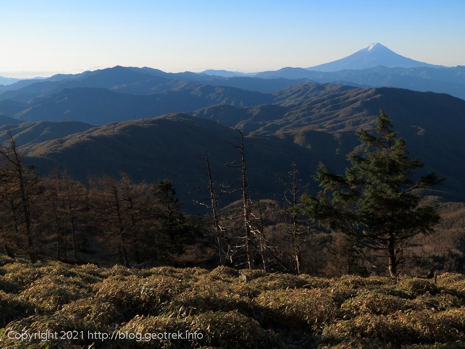 201025 古礼山山頂から大菩薩方面を眺める