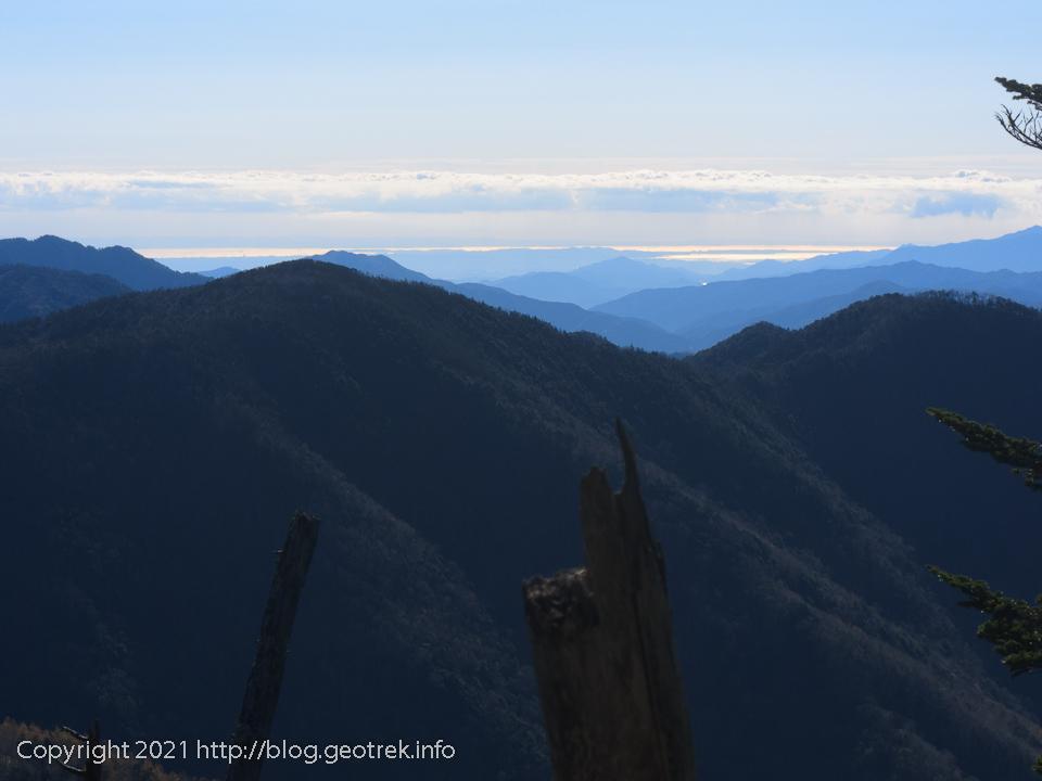 201025 破風山から海を眺める