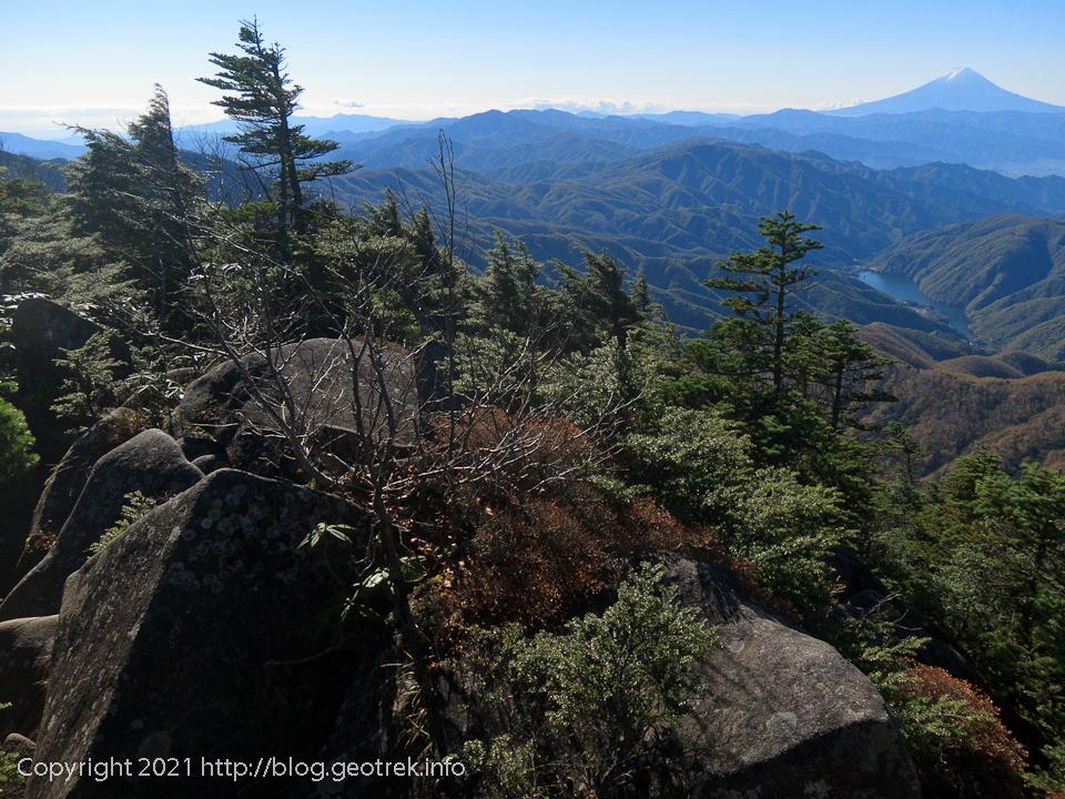 201025 破風山の露岩帯