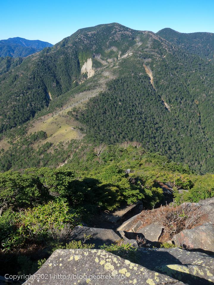 201025 破風山から破風山避難小屋への下り