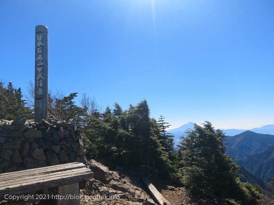 201025 甲武信ヶ岳山頂
