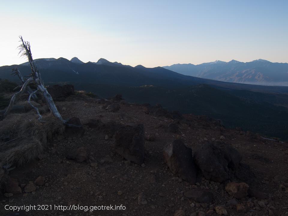 201031 茶臼山山頂から南八ヶ岳