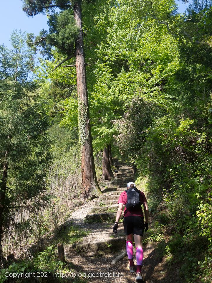 210418 今熊神社参道を登る