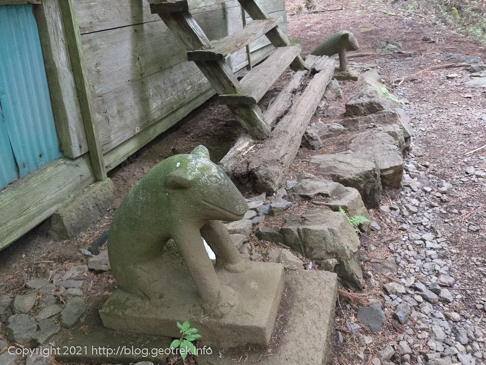 210515 大岳神社の狛犬