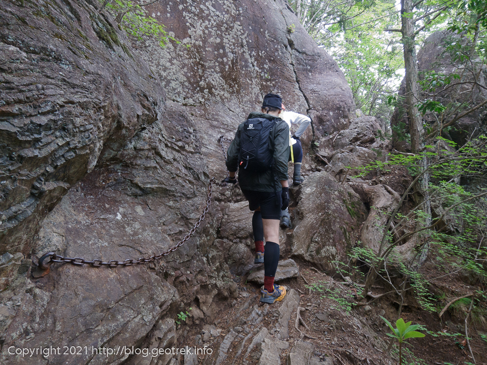 210515 御岳山へ向かう途中の岩場