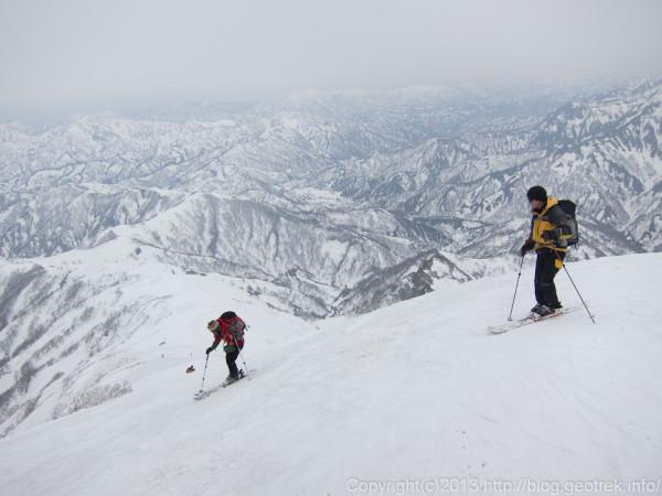 越後駒ケ岳・滑降開始