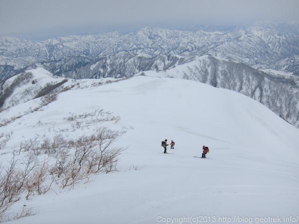 越後駒ケ岳・下りは速い