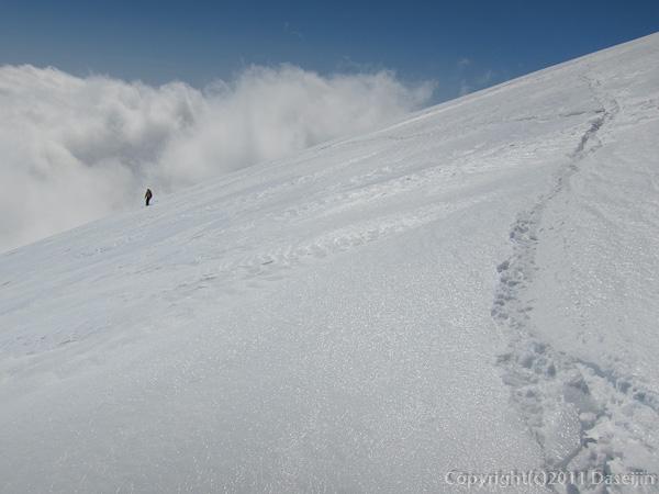 120303富士山・滑降開始