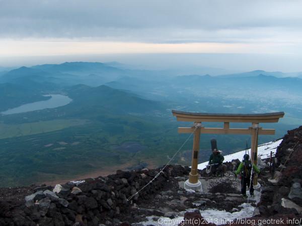 富士山山頂久須志神社からの眺め