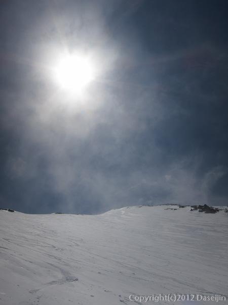 120526富士山・吉田大沢山頂方向
