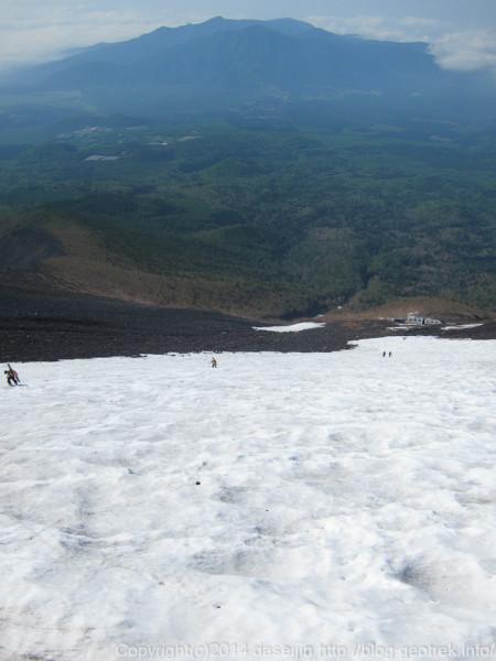 130531富士山、振り返ると愛鷹山