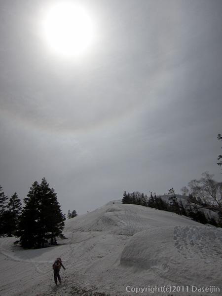 120429平ヶ岳・ススヶ峰の登りと太陽に暈