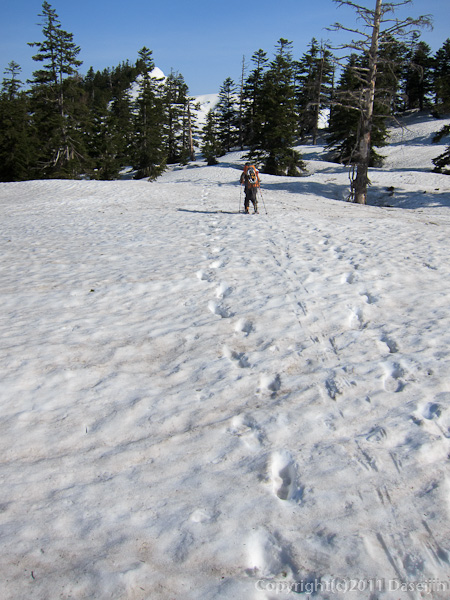 120429平ヶ岳・平ヶ岳へ続く稜線に入る