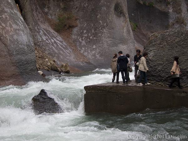 120430吹割の滝・沢沿いの遊歩道