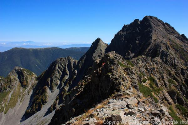 130920槍穂縦走、吊尾根の最低鞍部からの前穂高岳