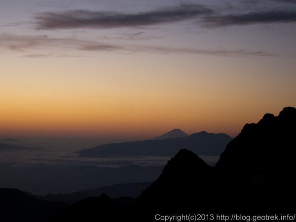 130921槍穂縦走、夜明けの富士山