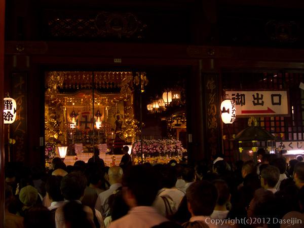 120709ほおずき市・本堂参拝