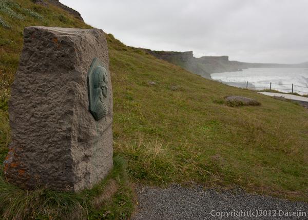 120805アイスランド、グリーンランドの旅・グトルフォス、滝を見るシーグリーズル