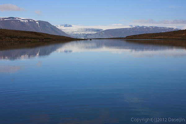 120805アイスランド、グリーンランドの旅・キタウル湖にうつる氷河