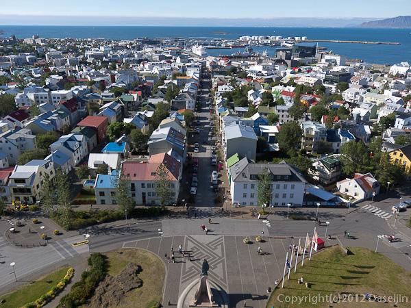 120803アイスランド、グリーンランドの旅・ハトルグリムスキャルキャ教会からの市街