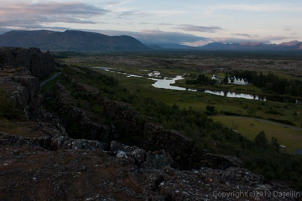120805アイスランド、グリーンランドの旅・シンクベトリル、断崖の上からの眺め