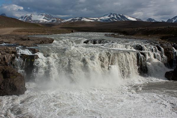 120805アイスランド、グリーンランドの旅・ケルリンガールの滝