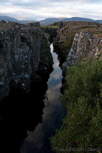 120805アイスランド、グリーンランドの旅・シンクベトリル、大地の割れ目