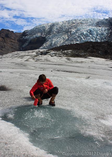 120807アイスランド、グリーンランドの旅・氷河の泉