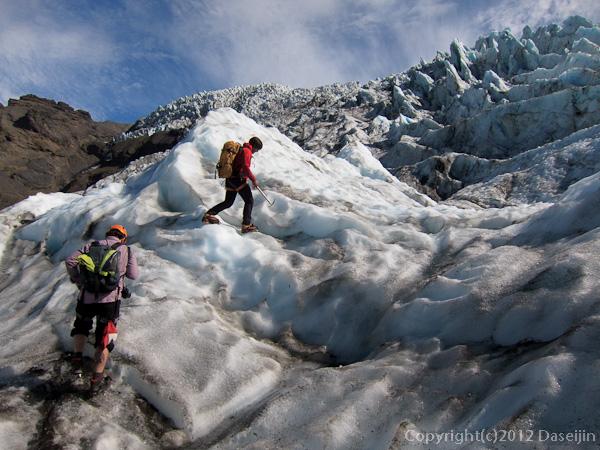 120807アイスランド、グリーンランドの旅・セラック帯の手前まで登る