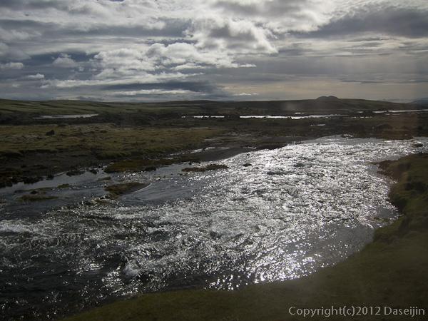 120808アイスランド、グリーンランドの旅・4WD以外通行禁止の道を行く