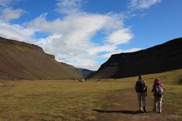 120808アイスランド、グリーンランドの旅・ELDGJAで休憩