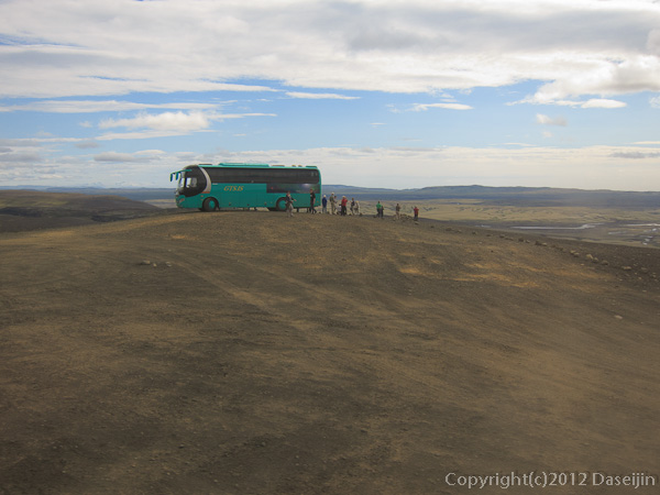 120808アイスランド、グリーンランドの旅・休憩するバス